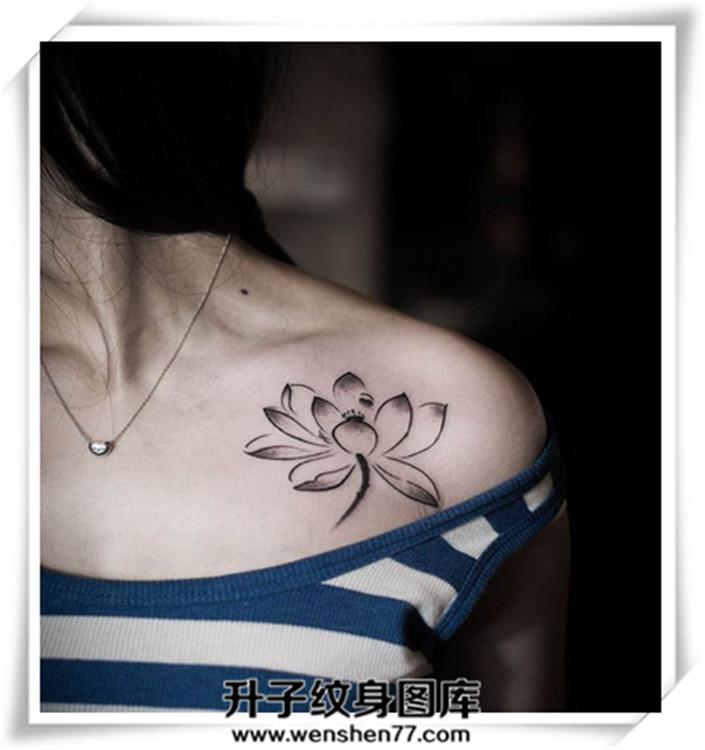 美女锁骨荷花纹身图案