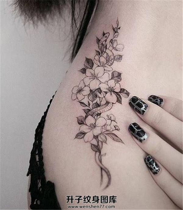 肩膀樱花纹身图案