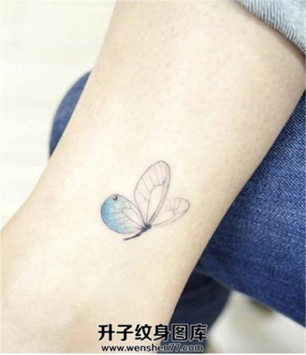 脚踝蝴蝶纹身图案