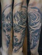 欧美肖像玫瑰花纹身图案