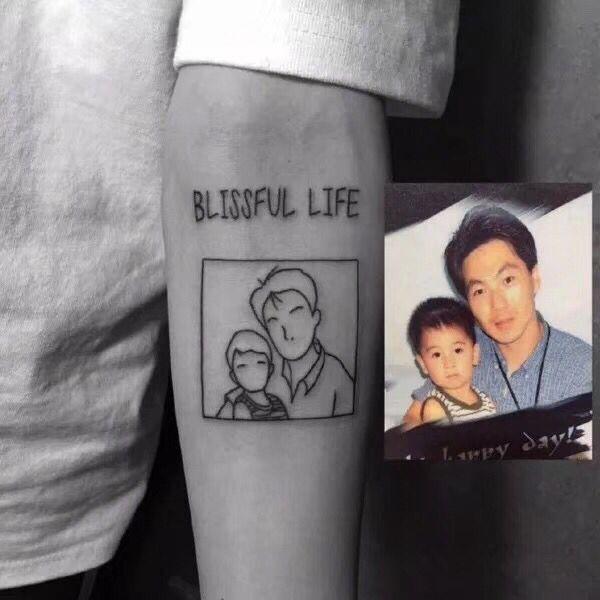 手臂父子简笔线条纹身