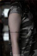 手臂直线纹身图案